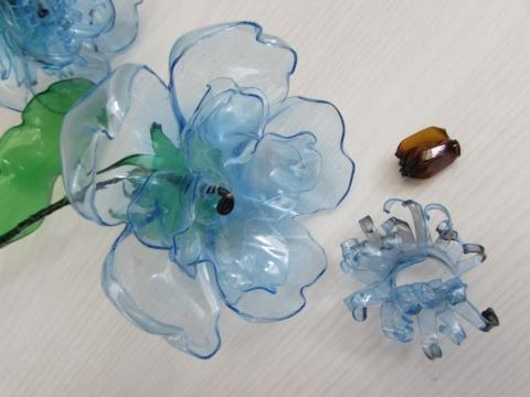 Поделки из пластиковых бутылок из донышек 14