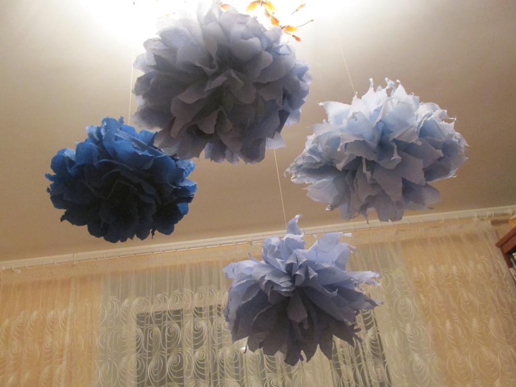 Как сделать большие цветы из салфеток своими руками для украшения зала 25